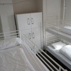 The Walrus Bar and Hostel Кровать в общем номере с двухъярусной кроватью