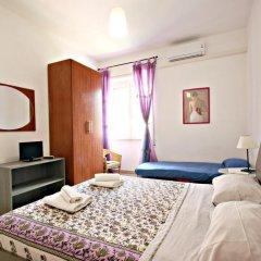 Отель Stairs of Trastevere 3* Стандартный номер с двуспальной кроватью (общая ванная комната) фото 3