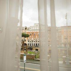 Отель Torre Argentina Relais - Residenze di Charme 3* Стандартный семейный номер с двуспальной кроватью фото 14