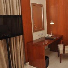 The Hans Hotel New Delhi удобства в номере фото 2