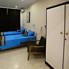 Отель Reno's Guest House Бирзеббуджа удобства в номере