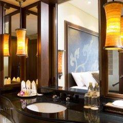 Отель Movenpick Resort & Spa Karon Beach Phuket 5* Улучшенный номер с двуспальной кроватью фото 5