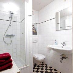 Отель Bed&Bike Нидерланды, Амстердам - отзывы, цены и фото номеров - забронировать отель Bed&Bike онлайн ванная фото 2