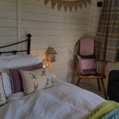 Отель The Little Hide - Grown Up Glamping Бунгало с различными типами кроватей фото 12