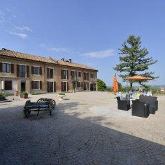 Отель Cascina San Michele Костиглиоле-д'Асти парковка
