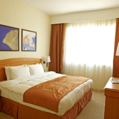 Отель Golden Tulip Sharjah Апартаменты Премиум с различными типами кроватей фото 5