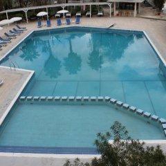 LA Hotel & Resort бассейн
