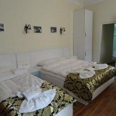 Отель Tulip Guesthouse 2* Стандартный семейный номер с двуспальной кроватью