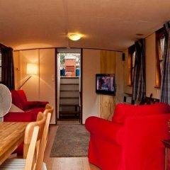 Отель The Hoop Houseboat Нидерланды, Амстердам - отзывы, цены и фото номеров - забронировать отель The Hoop Houseboat онлайн комната для гостей фото 2