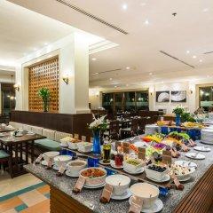 Отель Ravindra Beach Resort And Spa питание фото 3