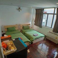 Отель B&b 22 House Бангкок в номере фото 2