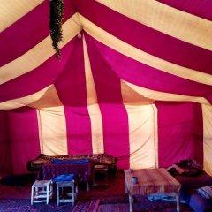 Отель Desert Camel Camp Марокко, Мерзуга - отзывы, цены и фото номеров - забронировать отель Desert Camel Camp онлайн интерьер отеля фото 2