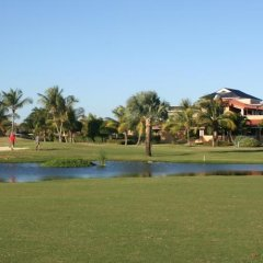 Отель The Golf Suites спортивное сооружение