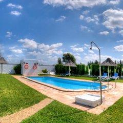 Отель Hacienda los Majadales Испания, Кониль-де-ла-Фронтера - отзывы, цены и фото номеров - забронировать отель Hacienda los Majadales онлайн бассейн