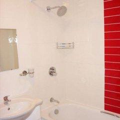 Acton Town Hotel 2* Номер с общей ванной комнатой с различными типами кроватей (общая ванная комната) фото 11