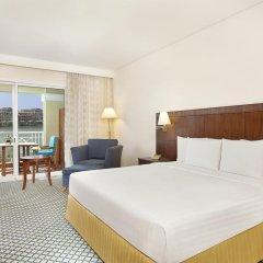 Отель Courtyard by Marriott Dubai Green Community Представительский люкс с различными типами кроватей