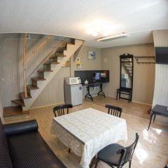 Гостевой дом У пруда Апартаменты с 2 отдельными кроватями фото 8