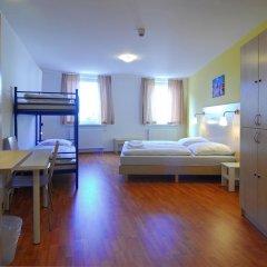 Отель A&O Berlin Friedrichshain 2* Стандартный номер с 2 отдельными кроватями