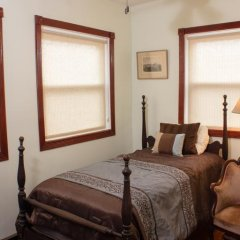 Отель Ledroit Park Renaissance Bed and Breakfast 3* Номер с общей ванной комнатой с различными типами кроватей (общая ванная комната) фото 8