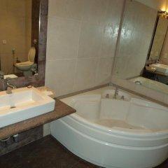 Отель Mapple Emerald New Delhi Индия, Нью-Дели - отзывы, цены и фото номеров - забронировать отель Mapple Emerald New Delhi онлайн ванная фото 2