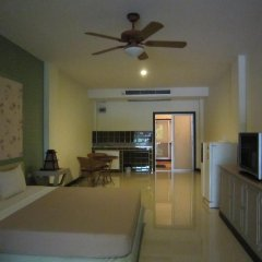 Отель Jomtien Morningstar Guesthouse 2* Стандартный семейный номер с двуспальной кроватью фото 6