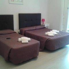Отель Hostal Balmes Centro Стандартный номер с различными типами кроватей фото 4