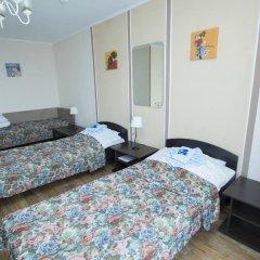 Гостиница Шахтер 3* Стандартный семейный номер с разными типами кроватей