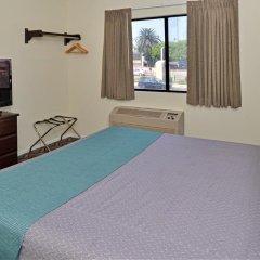 Отель Rodeway Inn & Suites LAX 2* Стандартный номер с различными типами кроватей фото 4