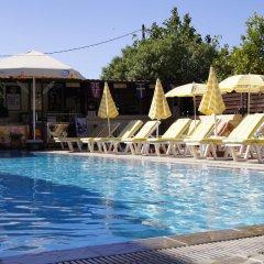 Lisa Hotel бассейн