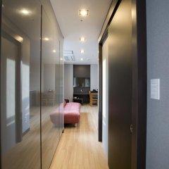 Отель Grid Inn 2* Стандартный семейный номер с двуспальной кроватью