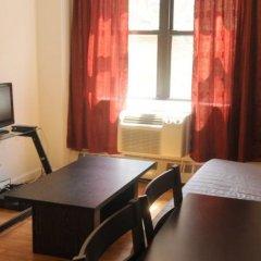 Апартаменты East Broadway Apartment удобства в номере