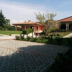 Отель Villetta Al Torchio Манерба-дель-Гарда парковка
