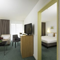 Apart-Hotel operated by Hilton комната для гостей фото 2