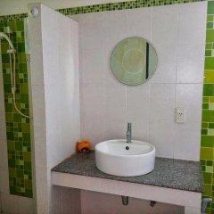Отель Bangtao Local House Rental ванная