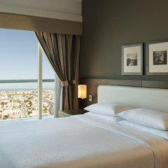 Отель Four Points by Sheraton Sheikh Zayed Road, Dubai Стандартный номер с различными типами кроватей фото 4