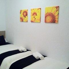 Отель Enzo B&B Montjuic 2* Номер с общей ванной комнатой с различными типами кроватей (общая ванная комната)