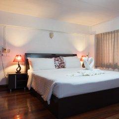 Отель Karon Sunshine Guesthouse & Bar 3* Улучшенный номер с различными типами кроватей фото 17