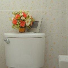 Отель Thanaree Place Таиланд, Бангкок - отзывы, цены и фото номеров - забронировать отель Thanaree Place онлайн ванная фото 2