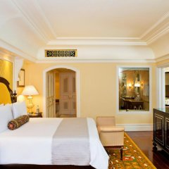 Отель The Leela Palace Bangalore 5* Номер Делюкс с различными типами кроватей фото 3