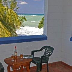 Апартаменты Carib Beach Apartments Negril балкон