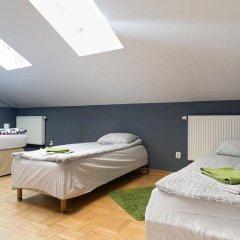 Гостевой Дом Anton House Стандартный семейный номер с двуспальной кроватью (общая ванная комната)