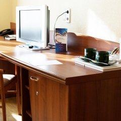 Гостиница Максима Заря 3* Семейный номер с двуспальной кроватью фото 6