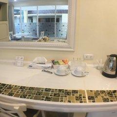 Отель Phuket Airport Suites & Lounge Bar - Club 96 Номер Делюкс с двуспальной кроватью фото 7