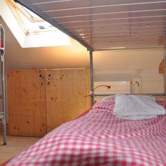 Отель Langstars Backpackers Кровать в общем номере фото 12