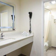 Отель Hollywood Inn Express LAX 2* Стандартный номер с различными типами кроватей фото 10
