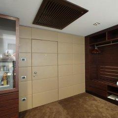 Отель UNAHOTELS Cusani Milano 4* Люкс с различными типами кроватей фото 6