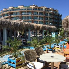Отель Briz Beach Aparthotel Болгария, Солнечный берег - отзывы, цены и фото номеров - забронировать отель Briz Beach Aparthotel онлайн пляж фото 2