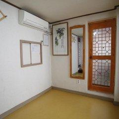 Отель Yeonwoo Guesthouse Стандартный номер с различными типами кроватей фото 2