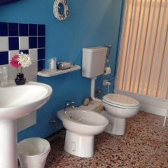 Отель Dimora Storica Palazzo Mayer Италия, Фоссачезия - отзывы, цены и фото номеров - забронировать отель Dimora Storica Palazzo Mayer онлайн ванная