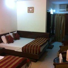 Hotel Chanchal Deluxe 2* Стандартный семейный номер с двуспальной кроватью